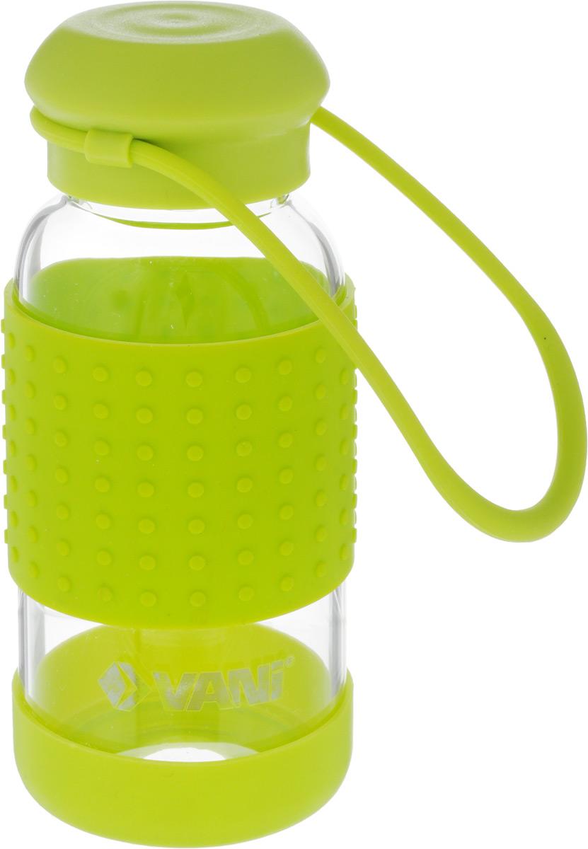 Бутылка для воды VANI, 360 млVF130Многоразовая бутылка для воды VANI пригодится вспортзале, на прогулке, дома и на даче. Бутылкавыполнена из высококачественного упрочненного стекла,она способна выдержать температуру от -20 до 100°С.Имеет силиконовую ручку для переноски. Крышка изготовлена из пищевого пластика,нержавеющей стали и силиконового кольца. Герметичнозакрывается. Силиконовые вставки на стекле предохраняют от ожогови скольжения в руках.Диаметр горлышка: 4 см.Высота бутылки (с учетом крышки): 15,8 см.Диаметр дна: 6,5 см.