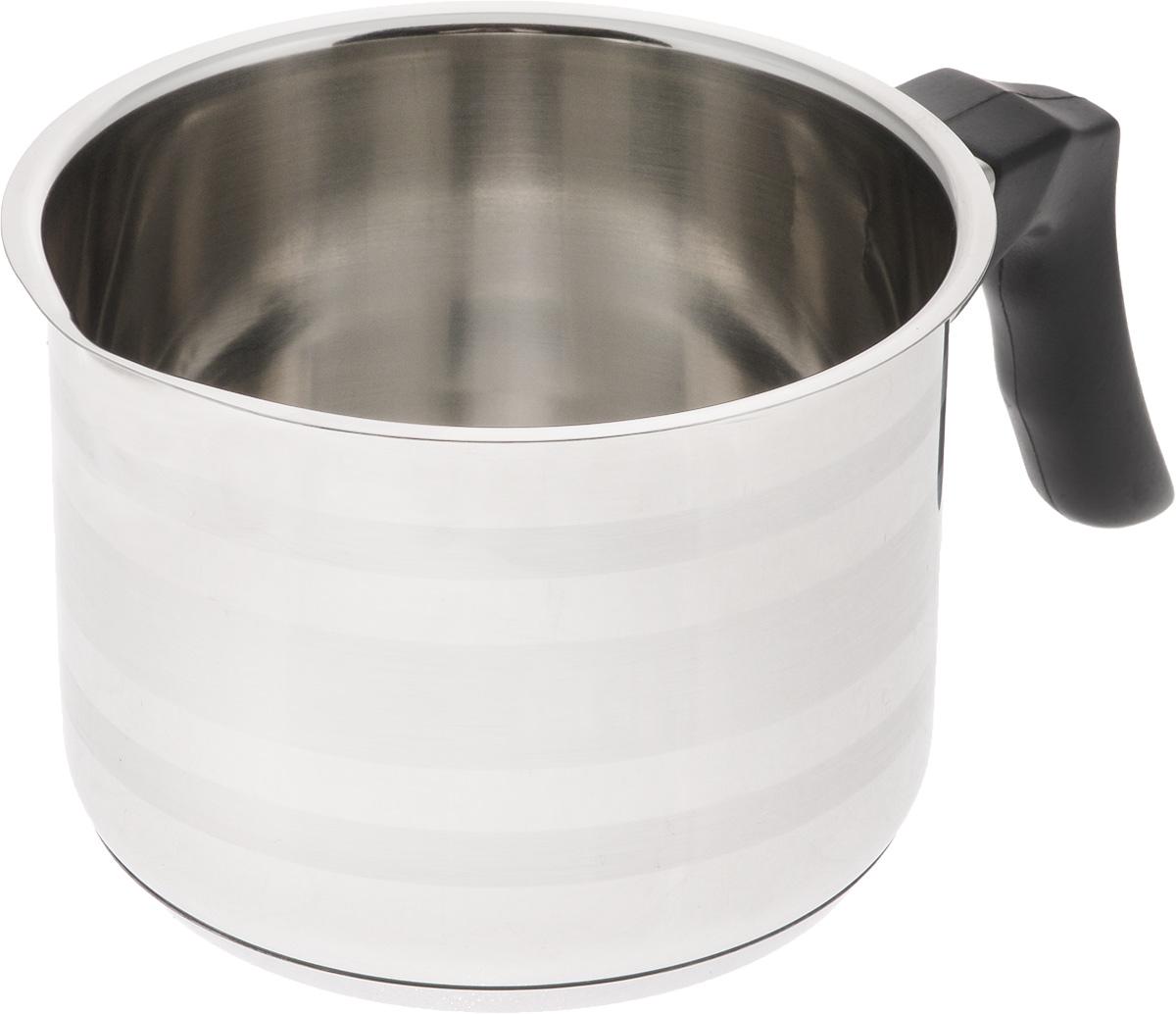 Молочник SSW, 1 л441113Молочник SSW выполнен из высококачественной нержавеющей стали. Внешние стенки изделия оформлены сочетанием зеркальной и матовой поверхности. Молочник оснащен удобной пластиковой ручкой. Кромка изделия оснащена специальным носиком для удобного выливания содержимого.Молочник SSW займет достойное место на вашей кухне!Подходит для электрических, газовых, индукционных и стеклокерамических плит. Можно мыть в посудомоечной машине.