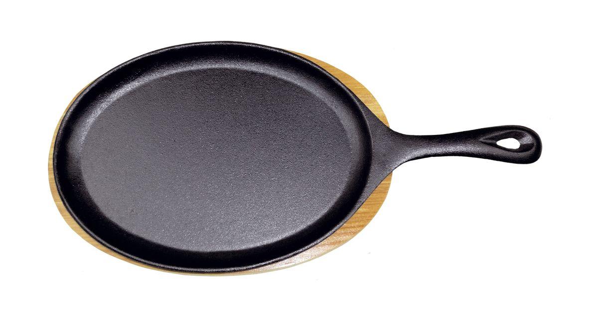 Сковорода порционная Gipfel Diletto, чугунная, с подставкой, 24 x 17,5 х 2 см2236Порционная сковорода Gipfel Diletto выполнена из прочного чугуна. Посуда из чугуна не боится перекаливания при нагреве, обладает высокой теплоемкостью. Благодаря пористой структуре, при длительном использовании, чугун постепенно пропитывается маслом и приобретает естественные антипригарные свойства. Сковорода небольшого размера очень удобна для приготовления пищи на одну порцию. В комплекте - деревянная подставка под сковороду. Подходит для всех типов плит, включая индукционные. Не рекомендуется мыть в посудомоечной машине.Размер сковороды: 24 x 17,5 х 2 см.