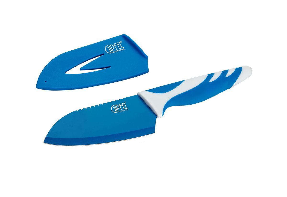 Нож сантоку Gipfel Rainbow, с чехлом, цвет: синий, длина лезвия 10 см6748Нож сантоку Gipfel Rainbow изготовлен из высококачественной высокоуглеродистой нержавеющей стали. Высокое содержание углерода способствует долгому сохранению заточки, а нержавеющая сталь обеспечивает устойчивость к коррозии и пятнообразованию. Такие ножи прекрасно держат заточку, не ржавеют, очень прочны и легки в использовании и уходе. Нож предназначен для нарезки рыбы, мяса и других жилистых продуктов, также идеально годится для измельчения овощей и фруктов на рагу, суп, салат или другие закуски. Удобная рукоятка ножа, выполненная из пластика, не позволит выскользнуть ему из руки. Нож Gipfel Rainbow займет достойное место среди аксессуаров на вашей кухне. В комплекте пластиковый чехол.