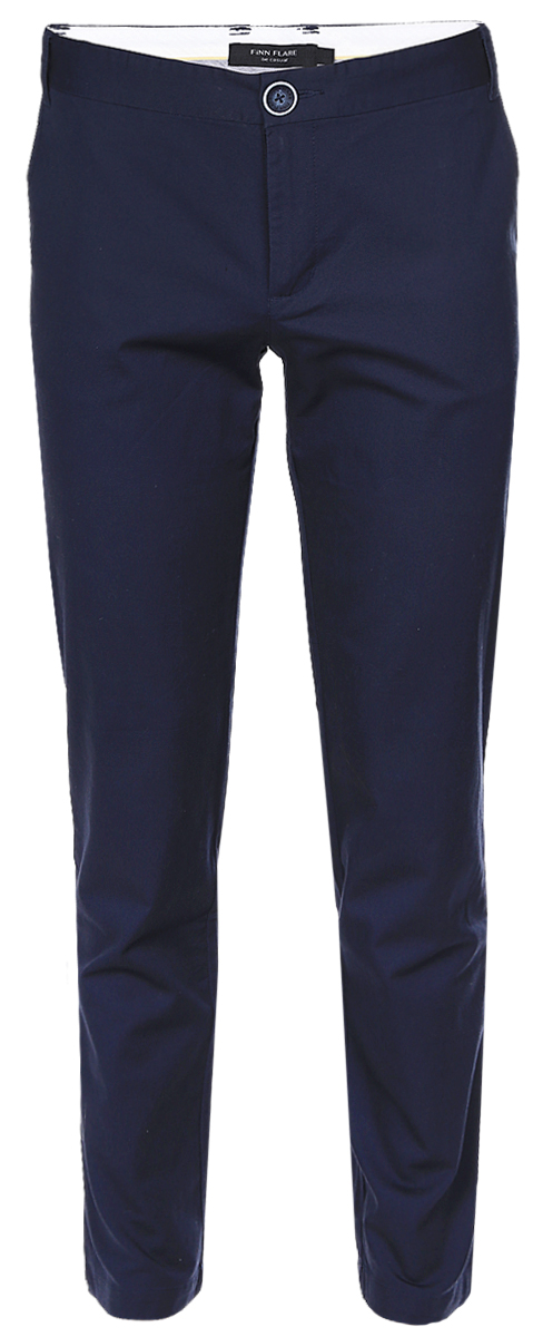 Брюки мужские Finn Flare, цвет: темно-синий. B17-21015_101. Размер M (48)B17-21015_101Стильные мужские брюки Finn Flare выполнены из эластичного хлопка. Модель-слим стандартной посадки застегивается на пуговицу в поясе и ширинку на застежке-молнии, с внутренней стороны - на дополнительную пуговицу. На поясе имеются шлевки для ремня. Спереди брюки дополнены двумя втачными карманами, сзади - двумя прорезными карманами на пуговицах.