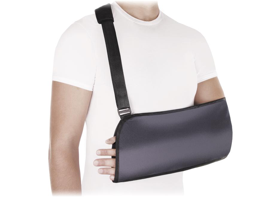 Бандаж на плечевой сустав (косынка) ФПС-04. Размер 3/LФПС-04 LОсобенности:• воздухо- и влагопроницаемый материал • мягкая манжета на плечевом ремне• петелька для большого пальца руки для более комфортного использования косынки • регулируемая длина ремня• универсальный, подходит для левой и правой руки • цвет: черныйПоказания к применению:• поддержка при переломах руки• подвывихи, вывихи плеча• ушибы плеча, предплечья, кисти• частичные повреждения связок плечевого сустава, акромиально-ключичного сочленения, локтевого сустава• парезы и параличи верхней конечности• артриты, артрозы плечевого сустава, плечелопаточные периартритыИзмеряется длина предплечья от вершины локтевого отростка до середины кисти:XXS до26; XS 26-29; S 29-32; M32-35; L 35-38; XL>38