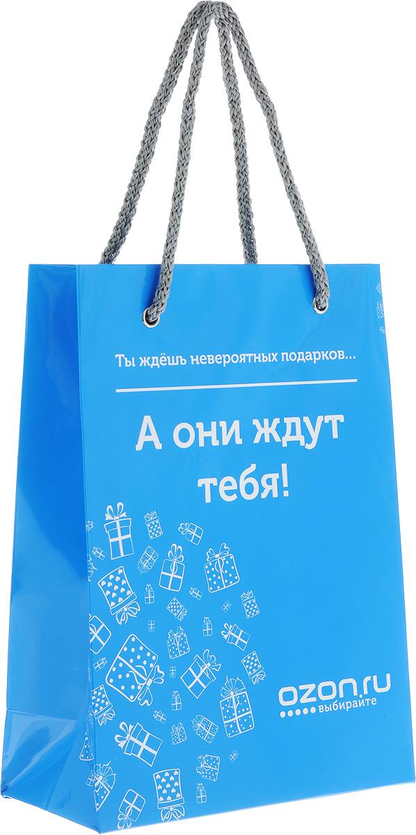 """Пакет подарочный OZON.ru """"Ты ждешь невероятных подарков... А они ждут тебя!"""", изготовленный из  ламинированной бумаги, станет  незаменимым дополнением к выбранному подарку. Дно  изделия укреплено плотным картоном, который позволяет  сохранить форму пакета и исключает возможность деформации  дна под тяжестью подарка. Для удобной переноски  предусмотрены два шнурка. Подарок, преподнесенный в оригинальной упаковке, всегда  будет самым эффектным и запоминающимся. Окружите близких  людей вниманием и заботой, вручив презент в нарядном,  праздничном оформлении."""