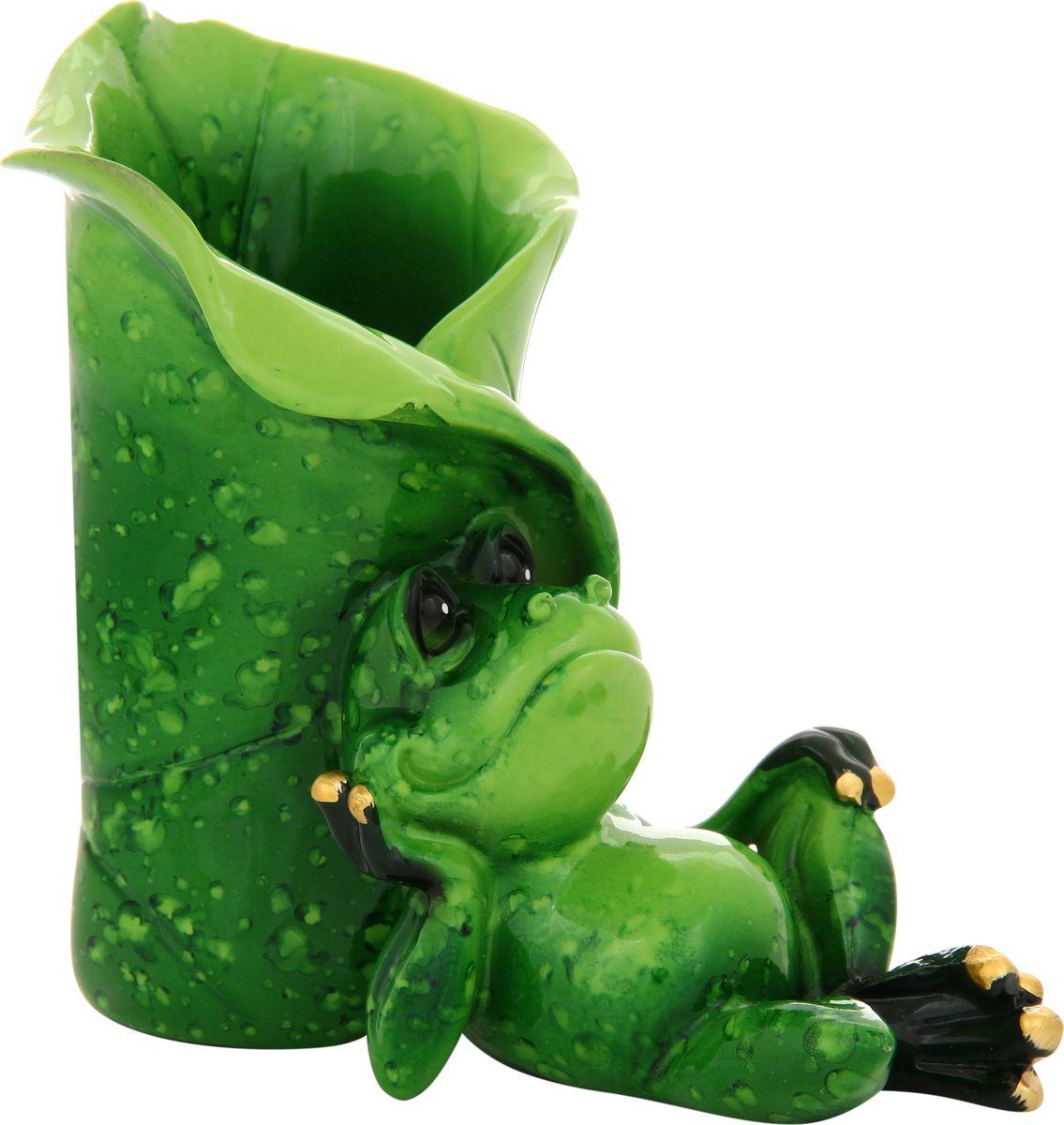 Фигурка декоративная Elan Gallery Лягушка подставка под карандаши, 10 х 9,5 см870002Декоративные фигурки в виде забавных лягушат, изготовленные из полистоуна, станут необычным аксессуаром для вашего интерьера. Эти очаровательные вещицы станут отличным подарком Вашим друзьям и близким.Размер статуэтки: 10,5 х 6 х 9,5 см.