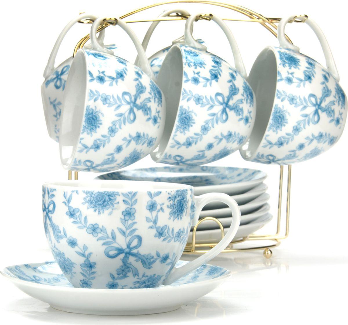 Чайный набор состоит из шести чашек, шести блюдец и металлической подставки золотого цвета. Предметы набора изготовлены из качественного фарфора и оформлены красочным цветным рисунком. Чайный набор идеально подойдет для сервировки стола и станет отличным подарком к любому празднику. Все изделия можно компактно хранить на подставке, входящей в набор. Подходит для мытья в посудомоечной машине.Диаметр чашки: 9 см.Высота чашки: 7 см.Объем чашки: 220 мл.Диаметр блюдца: 14 см.