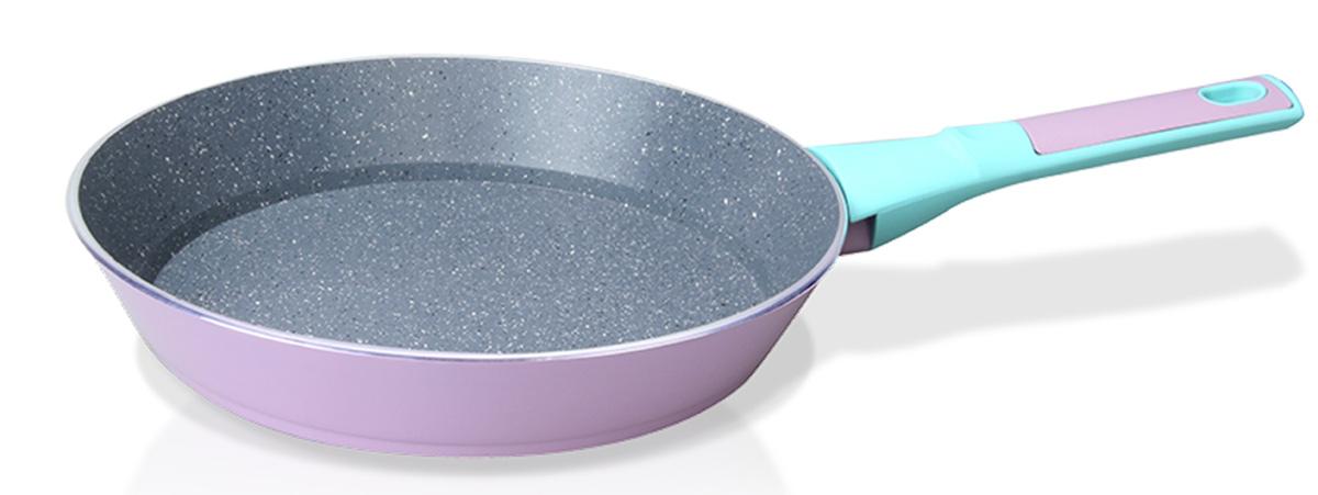 Сковорода Fissman Bora Bora, с антипригарным покрытием. Диаметр 24 смAL-4439.24Сковорода Fissman Bora Bora изготовлена из алюминия с многослойным сверхпрочным антипригарным покрытием TouchStone, состоящим из нескольких слоев натуральной каменной крошки на основе минеральных компонентов. Первый слой улучшает сцепление покрытия с металлом, второй слой - грунтовый, третий слой - более прочное покрытие на основе минеральных компонентов, четвертый слой - высокопрочное антипригарное покрытие, усиленное вкраплением каменных частиц, пятый дополнительный антипригарный слой с керамическими частицами. Такое покрытие безопасно для здоровья человека и не вредит окружающей среде. Индукционное дно сковороды равномерно прогревается, что позволяет готовить продукты за более короткое время. Удобная мягкая ручка, выполненная из бакелита, не скользит в мокрых руках и не нагревается в процессе приготовления. Подходит для газовых, электрических, стеклокерамических, индукционных плит. Можно мыть в посудомоечной машине. Высота стенок: 4,5 см. Длина ручки: 17 см.