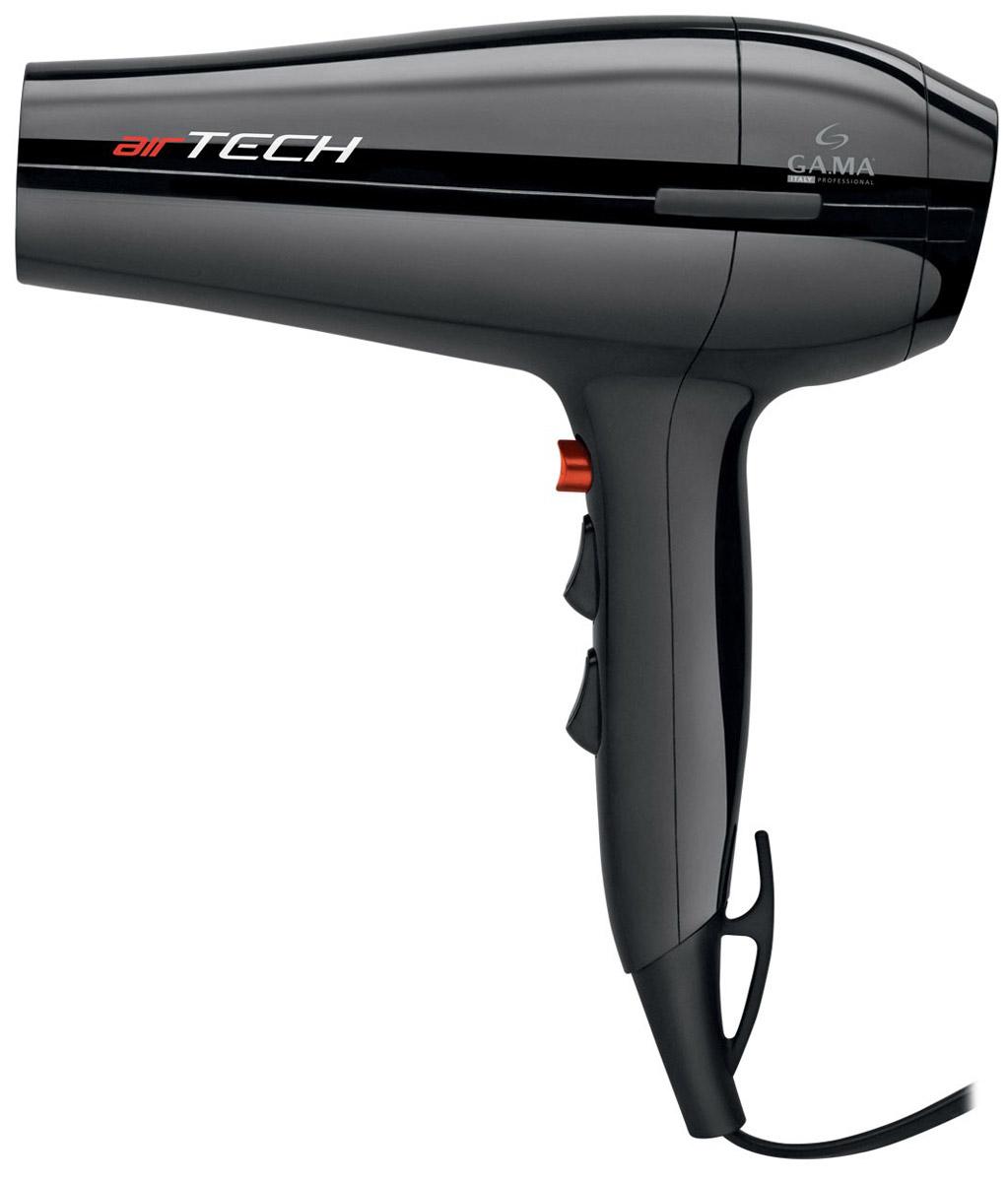 GA.MA Airtech, Black фенA21.AIRTECH.NRС феном для волос GA.MA Airtech вы не только быстро высушите волосы, но и сделаете превосходную укладку как для вьющихся, так и для прямых волос, используя диффузор или насадку-концентратор. Фен обладает высокой мощностью 2300 Вт и оснащен мотором DC, благодаря которому он такой легкий и маневренный.Этот фен идеально подходит для домашнего использования. Вы можете выбрать наиболее подходящий из 6 режимов сушки, комбинируя 2 скорости и 3 температурных режима, в зависимости от того нужна вам быстрая сушка или деликатный уход за волосами. Для фиксации укладки используйте кнопку «холодный обдув», которая дает возможность моделировать локоны руками под потоком холодного воздуха.При использовании диффузора поток горячего воздуха будет не слишком агрессивный и рассеянный, что идеально подходит для придания формы и объема волнистым волосам. Рекомендуется использовать насадку-концентратор для прямых волос и более быстрой сушки. На шнуре фена есть удобное кольцо для подвешивания, а задний фильтр фена съемный для облегчения его чистки.