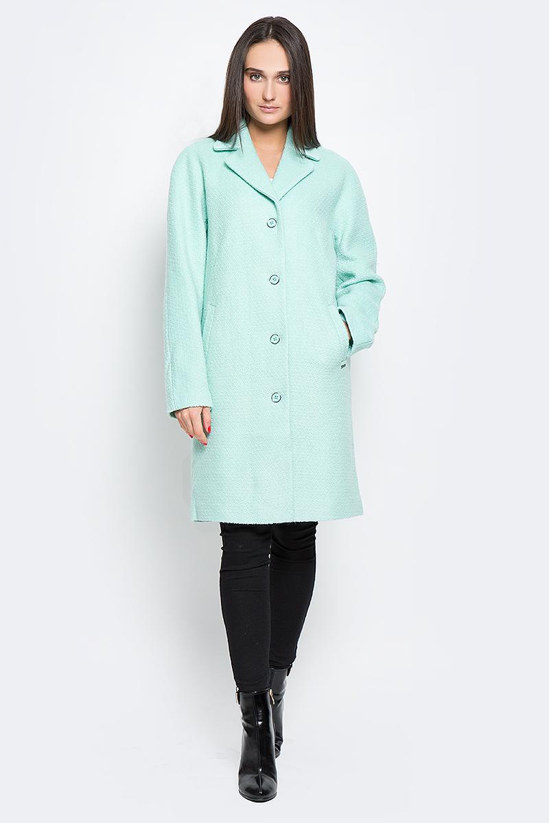 Пальто женское Finn Flare, цвет: ментоловый. B17-11016_121. Размер M (46)B17-11016_121Стильное женское пальто Finn Flare выполнено из полиэстера и шерсти. Модель с отложным воротником застегивается с помощью пуговиц и имеет два втачных кармана. Подкладка выполнена из полиэстера.