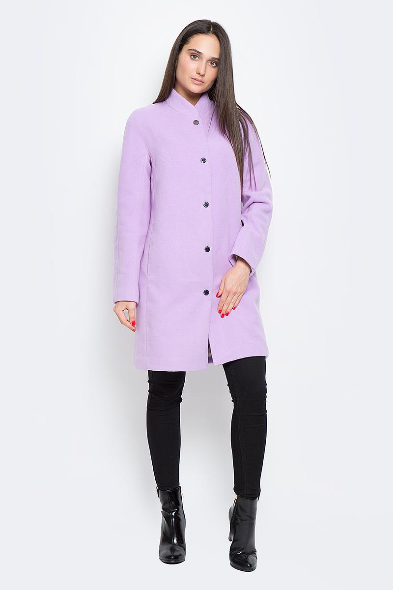Пальто женское Finn Flare, цвет: сиреневый. B17-12000_803. Размер S (44)B17-12000_803Стильное женское пальто Finn Flare выполнено из полиэстера и шерсти. Модель с воротником-стойкой застегивается с помощью кнопок и имеет два втачных кармана. Подкладка выполнена из полиэстера и оформлена цветочным принтом.