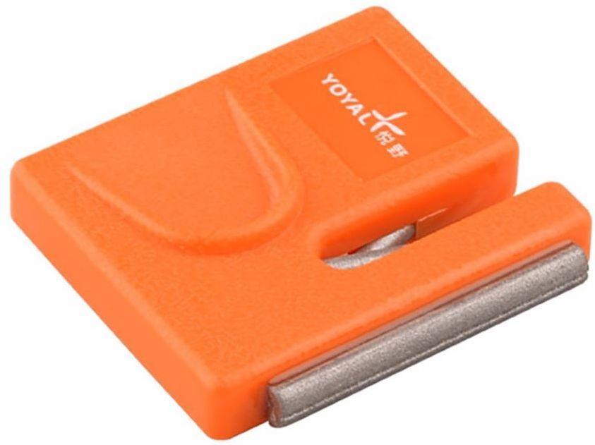 Точилка карманная Ножемир Taidea, алмазная. T0612DT0612DКорпус точилки для ножей Ножемир Taidea изготовлен из ABS пластика. При помощи такой алмазной точилки вы без особого труда сможете заточить нож. Подходит для заточки ножей с прямым лезвием и одинаково удобна как для правшей, так и для левшей. За счет небольших размеров вы можете везде брать изделие с собой.