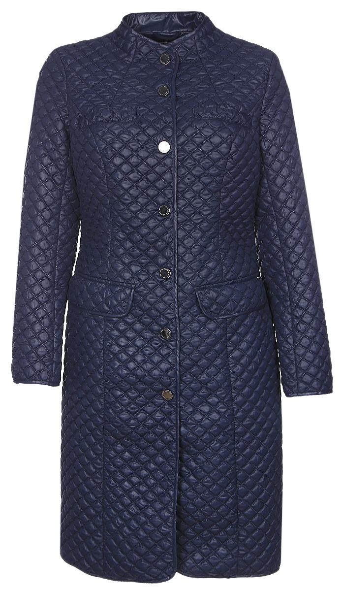 Пальто женское Finn Flare, цвет: темно-синий. B17-12086_101. Размер XL (50)B17-12086_101Женское пальто Finn Flare с длинными рукавами и воротником-стойкой выполнено из полиэстера. Наполнитель - синтепон.Пальто застегивается на кнопки спереди, дополнено двумя втачными карманами с клапанами на кнопках и двумя втачными нагрудными карманами на кнопках. Приталенная модель оформлена стеганым узором.
