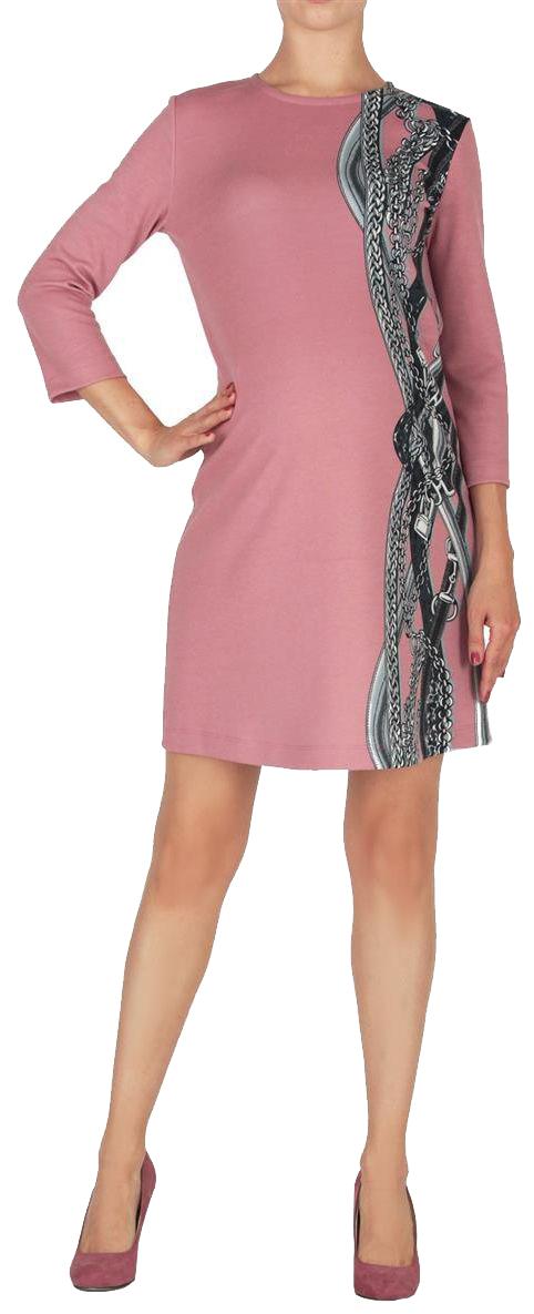 Платье для беременных Mammy Size, цвет: розовый. 5203522177. Размер 465203522177Платье полуприлегающего силуэта, длиной выше колен. Рукава длиной 7/8. Вырез горловины круглый. Спереди акцент в виде асимметричного принта. На спинке вырез-капелька, застегивается на пуговицу.