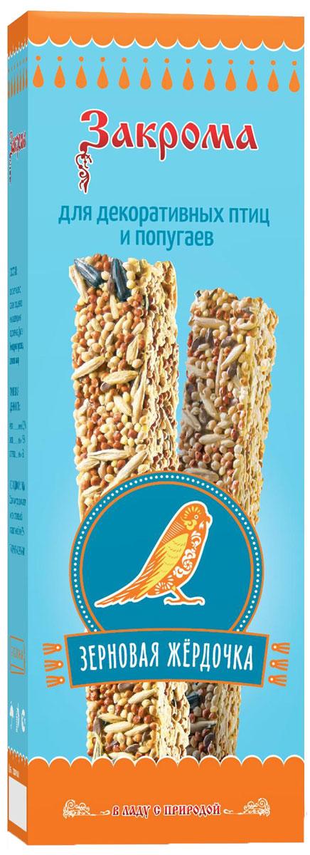 Лакомство для попугаев и декоративных птиц Закрома Зерновая жердочка, палочки, 2 шт4620770270241Это натуральное, сбалансированное дополнение к корму на основе семян, злаков и фруктов. Палочки обладают высокой питательной ценностью. Разместите палочку непосредственно на прутьях клетки в месте, доступном птице или попугаю. Не содержит крахмал, желатин, сахар.Состав: просо желтое, просо красное, овёс, льняное семя, пшеница, семя подсолнечника, фрукты.Пищевая ценность: белки не менее 10,5%, жиры не более 7,5%, клетчатка не более 6%.Товар сертифицирован.