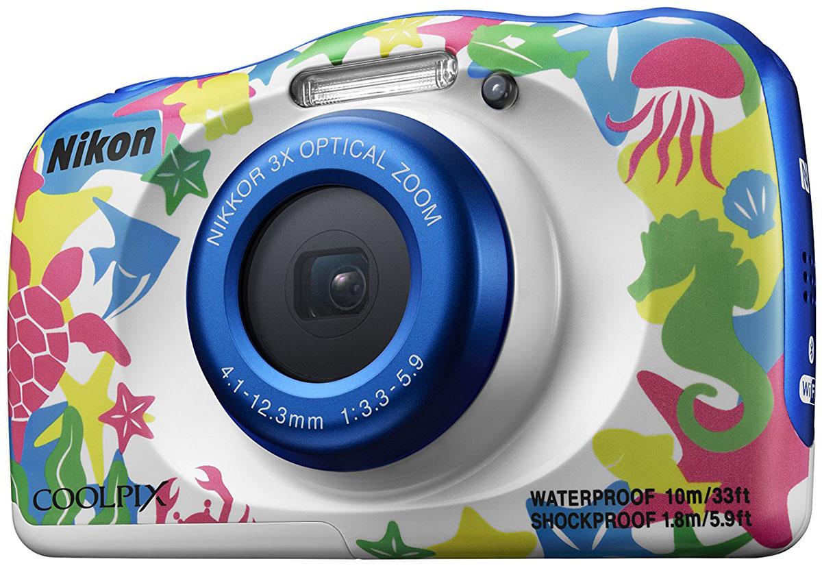 Nikon Coolpix W100, Marine цифровая фотокамераVQA014K001Мгновенно делитесь впечатлениями от отпуска с помощью водонепроницаемой фотокамеры Nikon Coolpix W100.Ее можно использовать под водой на глубине до 10 м; кроме того, она является ударопрочной при падении с высоты до 1.8 м, морозостойкой до температуры -10 °C и пыленепроницаемой, так что с честью выдержит любые испытания.Снимайте высококачественные фотографии и видеоролики в формате Full HD со стереозвуком, а приложение SnapBridge автоматически передаст изображения на интеллектуальное устройство для удобного хранения и оперативной публикации в социальных сетях. Специальные кнопки, предназначенные для выполнения операций одним нажатием, и удобный интерфейс существенно упрощают управление. Предусмотрено даже специальное детское меню.Благодаря SnapBridge ваши высококачественные изображения смогут за считанные секунды произвести фурор в социальных сетях. В этом приложении используется технология Bluetooth Low Energy (BLE) для поддержания постоянной связи малой мощности между фотокамерой и максимум пятью интеллектуальными устройствами. Фотографии можно автоматически передавать на телефон или планшет по мере съемки. Просто возьмите в руки свое интеллектуальное устройство, и ваши фотографии уже будут на нем: размер изображений, синхронизированных во время съемки, автоматически изменяется, поэтому их можно легко просматривать или редактировать в привычном приложении, а также быстро публиковать в социальных сетях. Если вы не хотите автоматически синхронизировать все снимки, удобные средства управления позволят вам синхронизировать лишь некоторые из них, передавать изображения с большим разрешением и синхронизировать видеоролики.Снимайте великолепные видеоролики в кругу друзей и семьи одним касанием кнопки. Просто нажмите специальную кнопку видеосъемки и начните запись видео в формате Full HD 1080p со стереозвуком. Вы будете готовы в любой момент начать видеосъемку неповторимых динамичных событий, а плавность видеороликов