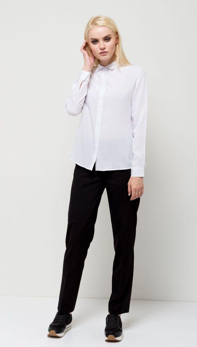 Блузка женская Sela, цвет: белый. B-112/1184-7131. Размер 44B-112/1184-7131Стильная женская блузка Sela выполнена из воздушного материала. Модель прямого кроя с отложным воротничком и длинными рукавами застегивается на пуговицы. Манжеты рукавов также дополнены пуговицами. Блузка подойдет для офиса, прогулок и дружеских встреч и будет отлично сочетаться с джинсами и брюками и гармонично смотреться с юбками. Мягкая ткань комфортна и приятна на ощупь.