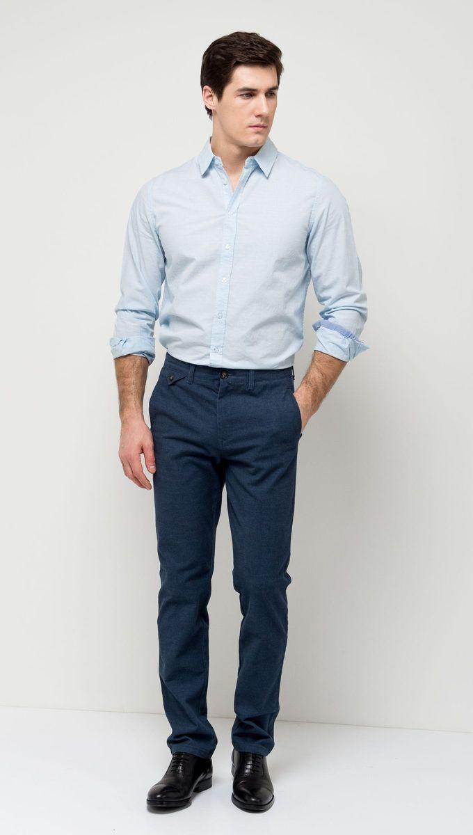 Рубашка мужская Sela, цвет: небесно-голубой. H-212/036-7111. Размер 40 (46)H-212/036-7111Классическая мужская рубашка Sela выполнена из натурального хлопка. Модель полуприлегающего кроя с длинными рукавами и отложным воротничком застегивается на пуговицы. Манжеты рукавов, с внутренней стороны выполненные из контрастного материала, также дополнены пуговицами. Универсальный цвет позволяет сочетать модель с любой одеждой.