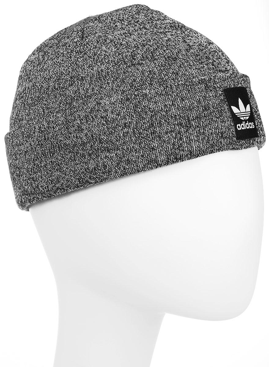 Шапка adidas Rib Logo Beanie, цвет: черный. AY9065. Размер 60/62AY9065Шапка Adidas Rib Logo Beanie - классическая шапка-бини, связанная из мягкой меланжевой пряжи. Три полоски украшают внутреннюю сторону подвернутого манжета. Атласная нашивка с Трилистником на отвороте.