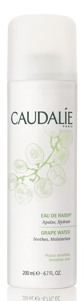 Caudalie Виноградная вода спрей Cleanser & Toners, 200 мл063Виноградная вода Caudalie. Bio - 100% экологически чистый виноград. Эта вода, полученная путем отжима винограда только в период его сбора, успокаивает, освежает и увлажняет в любое время дня.Вода успокаивает, освежает и увлажняет кожу в любое время дня... После нанесения, не промокать салфеткой.Для наибольшей свежести, Вы можете хранить баллончик в холодильнике. Характеристики: Объем: 200 мл. Производитель: Франция. Создание марки Caudalie началось в 1993 году со встречи молодой семейной пары Матильды и Бертрана Тома и профессора Веркотерена, президента Всемирной Группы по исследованию полифенолов и Лаборатории натуральных Субстанций на кафедре фармацевтики университета города Бордо. Основой косметики Caudalie являются вино, виноград и их производные. Caudalie имеет патент на экстракцию и стабилизацию полифенолов из косточки винограда, виногадной лозы и стеблей лозы. Под действием различных внешних и внутренних факторов, при участиикислорода в реакциях окисления в клетках кожи возникают свободные радикалы. Среди внешних факторов ученые выделяют, прежде всего, ультрафиолет, загрязнения окружающей среды, табачный дым и так далее. Это приводит к преждевременному старению кожи. Полифенолы помогают остановить эти окислительные реакции Товар сертифицирован.