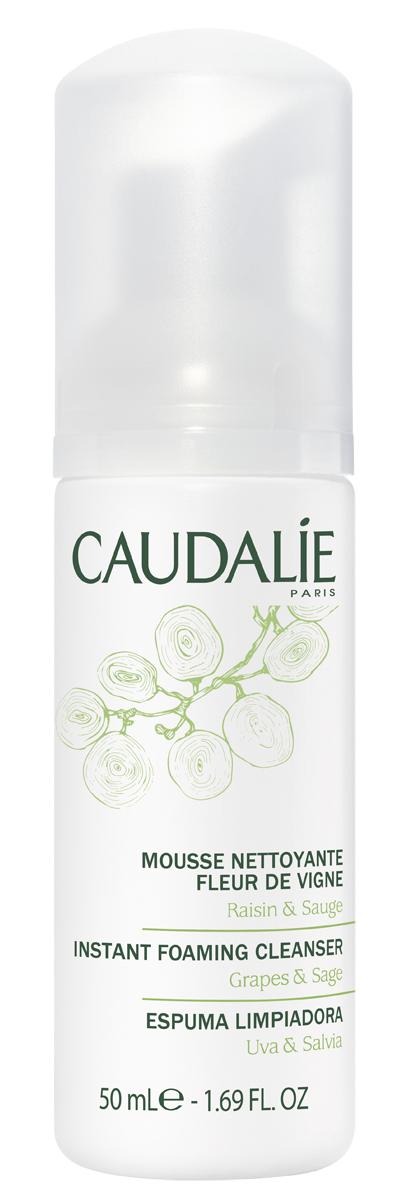 Caudalie Очищающий мусс Flleur De Vigne Cleanser & Toners, 50 мл141Прозрачный лосьон Caudalie превращается в легкий мусс, чтобы подарить вам удовольствие от умывания. Мусс не содержит мыла, состоит из очищающей нежной основы натурального происхождения, не нарушает естественный баланс кожи и дарит ей чувство комфорта. Мягко очищенная от загрязнений, кожа становится свежей, нежной и ухоженной. Формула мусса на 98,7% состоит из ингредиентов натурального происхождения. Характеристики:Объем: 50 мл. Артикул: 141. Производитель: Франция. Товар сертифицирован.