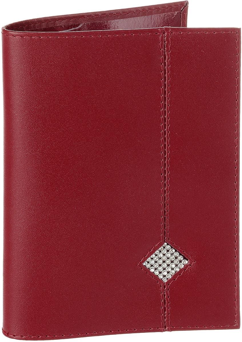 Обложка для паспорта Dimanche Рубин, цвет: красный. 010Натуральная кожаОбложка для паспорта Dimanche Рубин выполнена из натуральной высококачественной кожи. На внутреннем развороте два кармана из прозрачного пластика. Снаружи обложка оформлена аппликацией из стразов в виде ромба.Упаковано изделие в фирменную картонную коробку.Такая обложка станет отличным подарком для человека, ценящего качественные и стильные вещи.