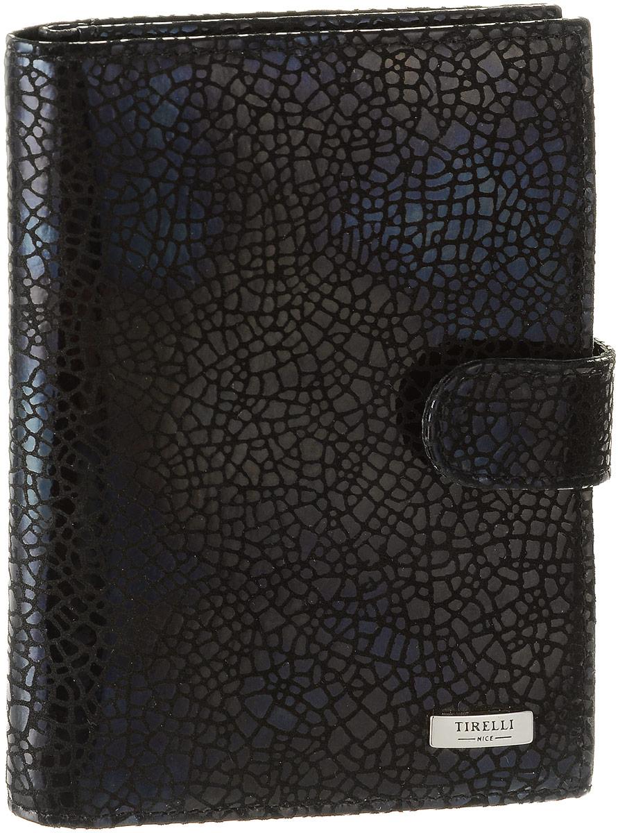 Обложка для автодокументов женская Tirelli Ночное небо, цвет: черный. 15-331-30Натуральная кожаЖенская обложка для автодокументов Tirelli Ночное небо выполнена из натуральной кожи.Изделие раскладывается пополам и закрывается на хлястик с кнопкой. Обложка содержит съемный блок из шести прозрачных файлов из мягкого пластика, один из которых формата А5, три боковых кармана, четыре прорезных кармана для пластиковых карт и отделение для паспорта с боковыми сетчатыми карманами для фиксации.Изделие упаковано в фирменную коробку.Модная обложка для автодокументов поможет сохранить их внешний вид и защитить от повреждений.