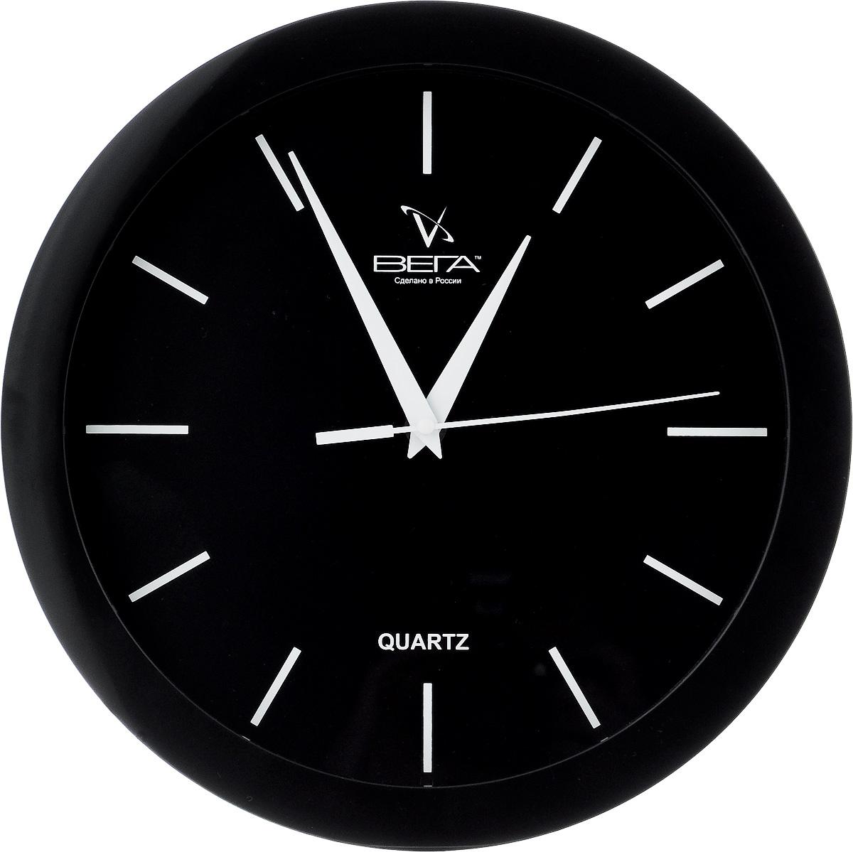 Часы настенные Вега Белые риски, цвет: черный, диаметр 28,5 смП1-6/6-23Настенные кварцевые часы Вега Белые риски, изготовленные из пластика, прекрасно впишутся в интерьер вашего дома. Круглые часы имеют три стрелки: часовую, минутную и секундную, циферблат защищен прозрачным стеклом. Часы работают от 1 батарейки типа АА напряжением 1,5 В (не входит в комплект). Диаметр часов: 28,5 см.