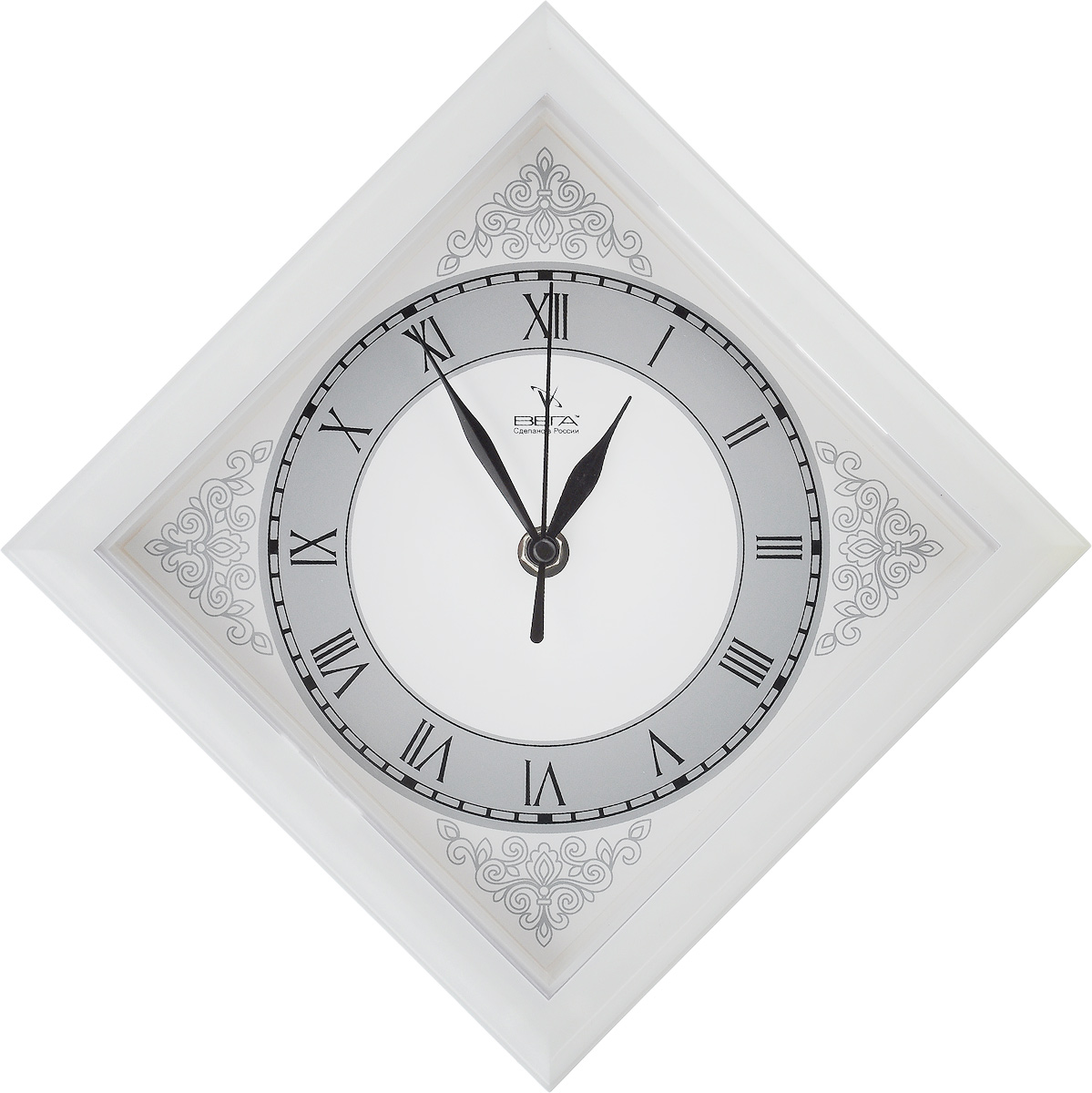 Часы настенные Вега Узоры, 20,6 х 20,6 х 4 смП3-7-134Настенные кварцевые часы Вега Узоры в классическом дизайне, изготовленные из пластика, прекрасно впишутся в интерьер вашего дома. Часы имеют три стрелки: часовую, минутную и секундную, циферблат защищен прозрачным пластиком. Часы работают от 1 батарейки типа АА напряжением 1,5 В (не входит в комплект).