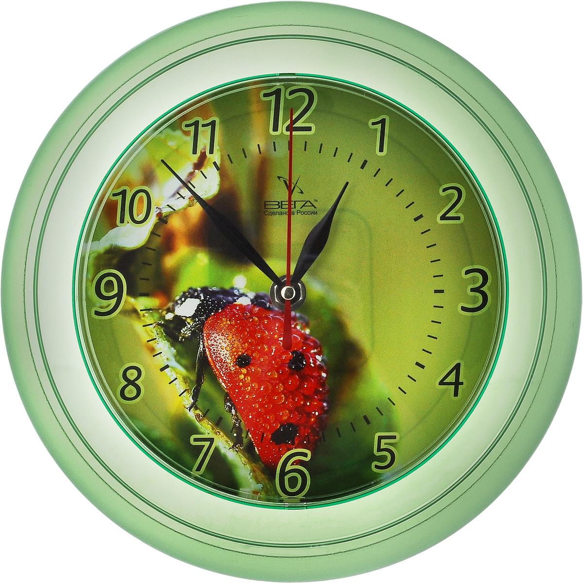 Часы настенные Вега Божья коровка, диаметр 22,5 смП6-3-2Настенные кварцевые часы Вега Божья коровка, изготовленные из пластика, прекрасно впишутся в интерьервашего дома. Круглые часы имеют три стрелки: часовую,минутную и секундную, циферблат защищен прозрачным стеклом.Часы работают от 1 батарейки типа АА напряжением 1,5 В (не входит в комплект).Диаметр часов: 22,5 см.