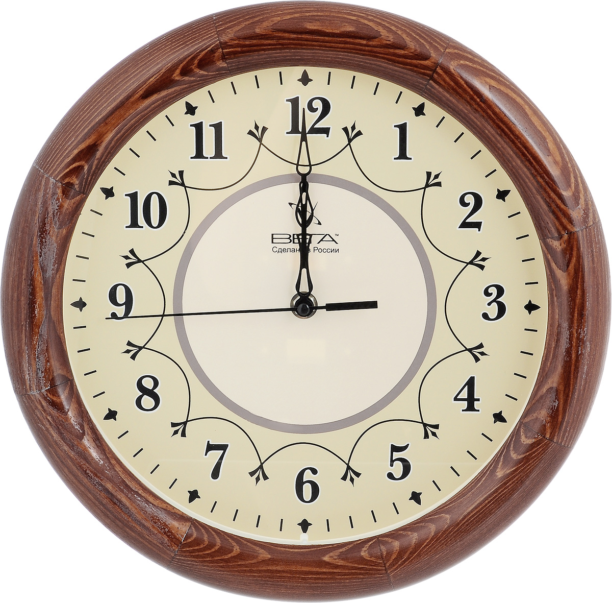 Часы настенные Вега Классика, диаметр 30 см. Д1КД/7Д1КД/7-12Настенные кварцевые часы Вега Классика, изготовленные из дерева, прекрасно впишутся в интерьер вашего дома. Часы имеют три стрелки: часовую, минутную и секундную, циферблат защищен прозрачным стеклом. Часы работают от 1 батарейки типа АА напряжением 1,5 В (не входит в комплект).Диаметр часов: 30 см.