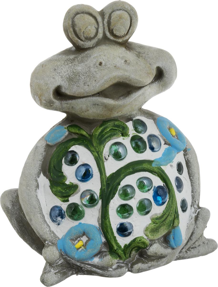 Фигурка декоративная Лилло Лягушка, цвет: серый, зеленый, белый, высота 19 смFLY01127Декоративная фигурка Лягушка станет необычным аксессуаром для вашего интерьера и создаст незабываемую атмосферу. Фигурка изготовлена из керамики в виде веселой лягушки. Эта очаровательная вещь послужит отличным подарком близкому человеку, родственнику или другу, а также подарит приятные мгновения и окунет вас в лучшие воспоминания.