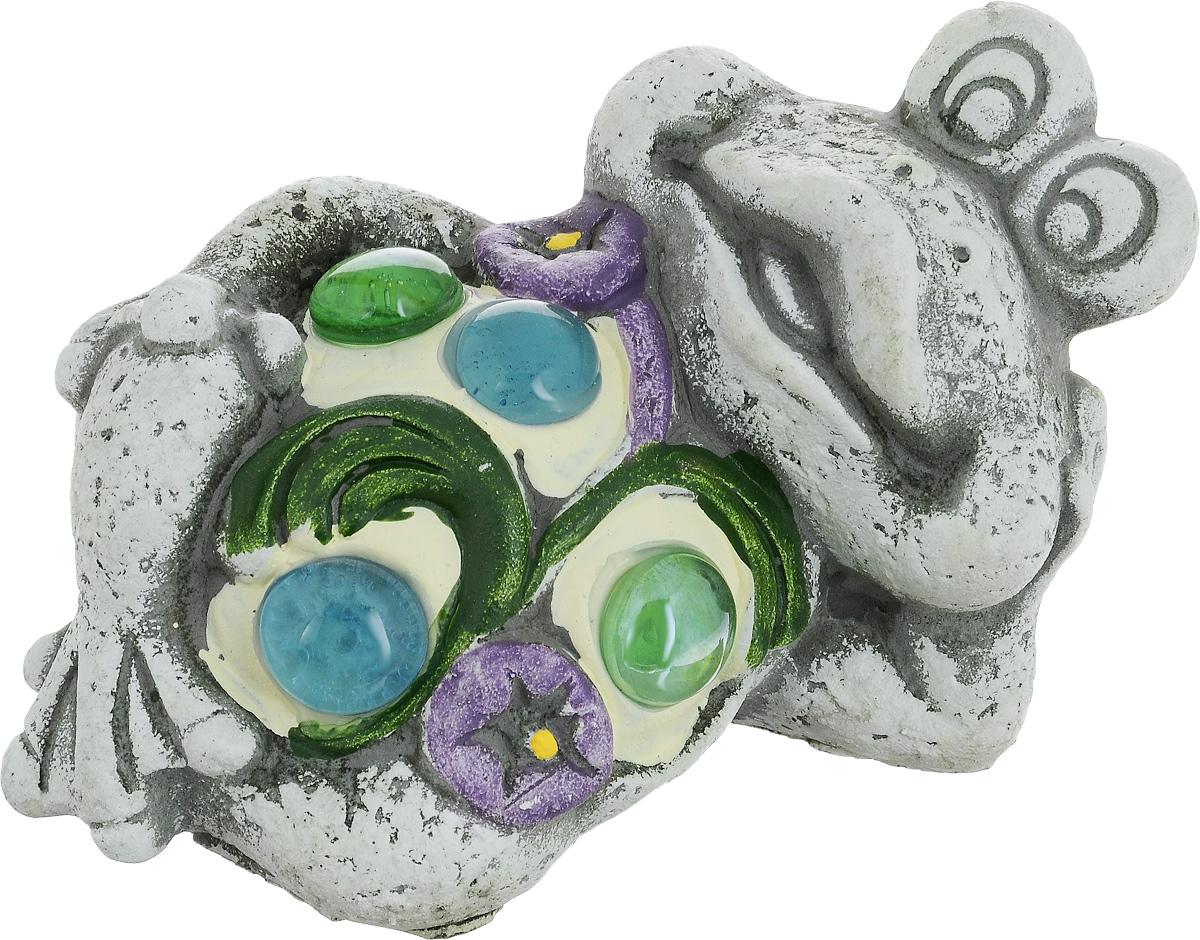 Фигурка декоративная Лилло Лягушка, цвет: серый, голубой, зеленый, длина 13 смFLY01131..Декоративная фигурка Лягушка станет необычным аксессуаром для вашего интерьера и создаст незабываемую атмосферу. Фигурка изготовлена из керамики в виде веселой лягушки. Эта очаровательная вещь послужит отличным подарком близкому человеку, родственнику или другу, а также подарит приятные мгновения и окунет вас в лучшие воспоминания.