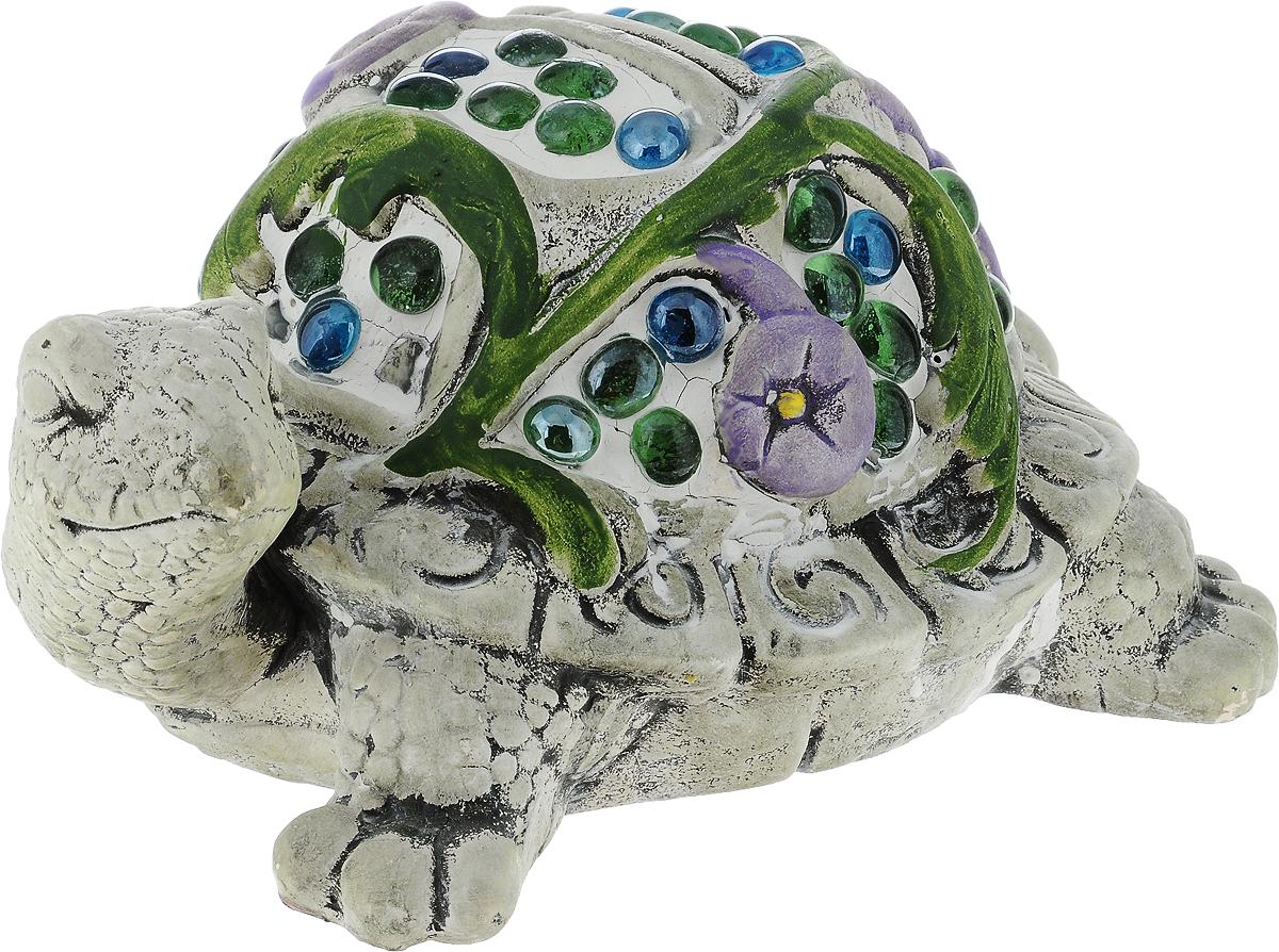 """Декоративная фигурка Лилло """"Черепаха"""" станет необычным аксессуаром для вашего интерьера и создаст незабываемую атмосферу. Ей можно не только украсить дом, но и придать очарование саду. Фигурка изготовлена из керамики в виде совы и украшена искусственными камнями.   Эта очаровательная вещь послужит отличным подарком близкому человеку, родственнику или другу, а также подарит приятные мгновения и окунет вас в лучшие воспоминания."""