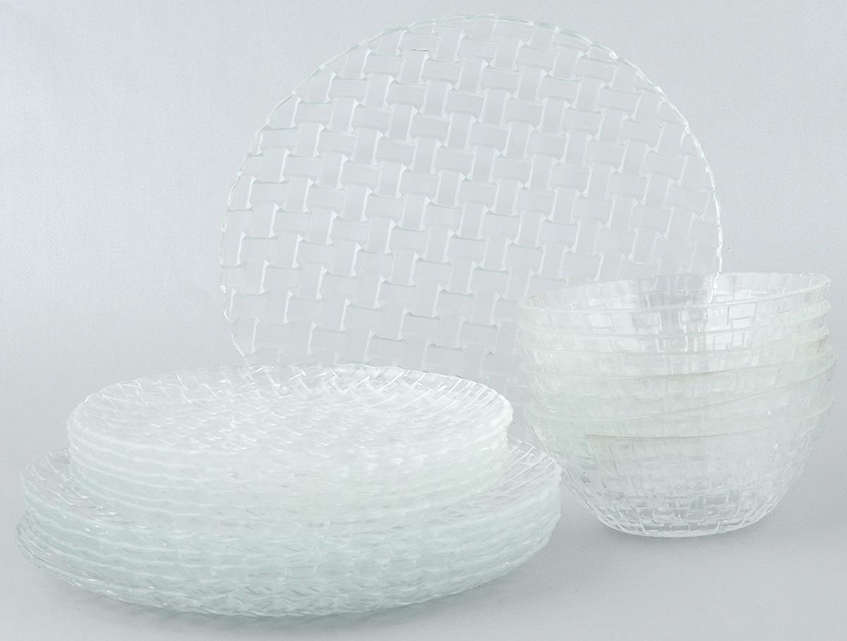 Набор столовой посуды Wellberg Bottega, 18 предметов50460WBНабор столовой посуды Wellberg Bottega - это не только полезный подарок для родных и близких, а также великолепное дизайнерское решение для вашей кухни или столовой. Набор состоит из шести обеденных тарелок, шести десертных тарелок и шести салатников. Внешняя сторона изделий оформлена рельефной поверхностью под плетение. Можно мыть в посудомоечной машине и использовать в микроволновой печи.Диаметр обеденной тарелки (по верхнему краю): 25 см. Высота обеденной тарелки: 1,7 см. Диаметр десертной тарелки (по верхнему краю): 20,5 см. Высота десертной тарелки: 1,5 см. Диаметр салатника (по верхнему краю): 15 см. Высота салатника: 5,5 см.