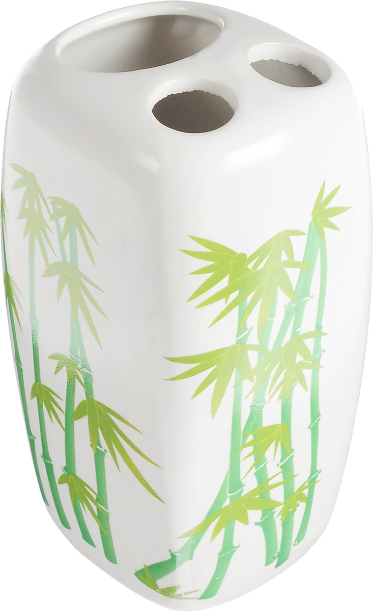 """Стакан Vanstore """"Green Bamboo"""" изготовлен из высококачественной керамики и украшен изображением бамбука. В нем удобно хранить зубные щетки и небольшой тюбик с пастой. Такой аксессуар для ванной комнаты стильно украсит интерьер и добавит в обычную обстановку яркие и модные акценты.Изделие отлично сочетается с другими аксессуарами из коллекции """"Green Bamboo"""".Размер стакана: 7 х 6,5 х 11 см.Диаметр отверстий для зубных щеток: 1,7 см. Размер отверстия для тюбика пасты: 3,7 х 3,2 см."""