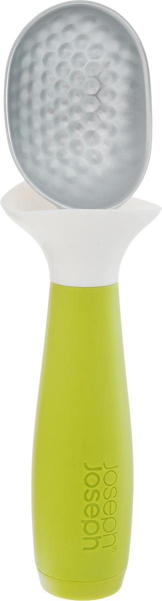 Ложка для мороженого Joseph Joseph Dimple, с защитой от капель, цвет: зеленый, белый, длина 18 см20046Ложка для мороженого Joseph Joseph Dimple позволяет минимизировать беспорядок при сервировке. Рабочая поверхность изготовлена из цинкового сплава с граненой поверхностью, так ложка легко зачерпнет даже затвердевшее мороженое. Плоская на конце утяжеленная рукоятка позволяет устанавливать ложку в вертикальном положении, что гораздо удобнее, чем класть ее прямо на рабочую поверхность. Гибкий силиконовый воротник поймает каждую подтаявшую каплю, благодаря чему руки и поверхность остаются в чистоте.Можно мыть в посудомоечной машине.Общая длина ложки: 18 см. Размер рабочей поверхности: 6,3 х 4,6 х 2,7 см.