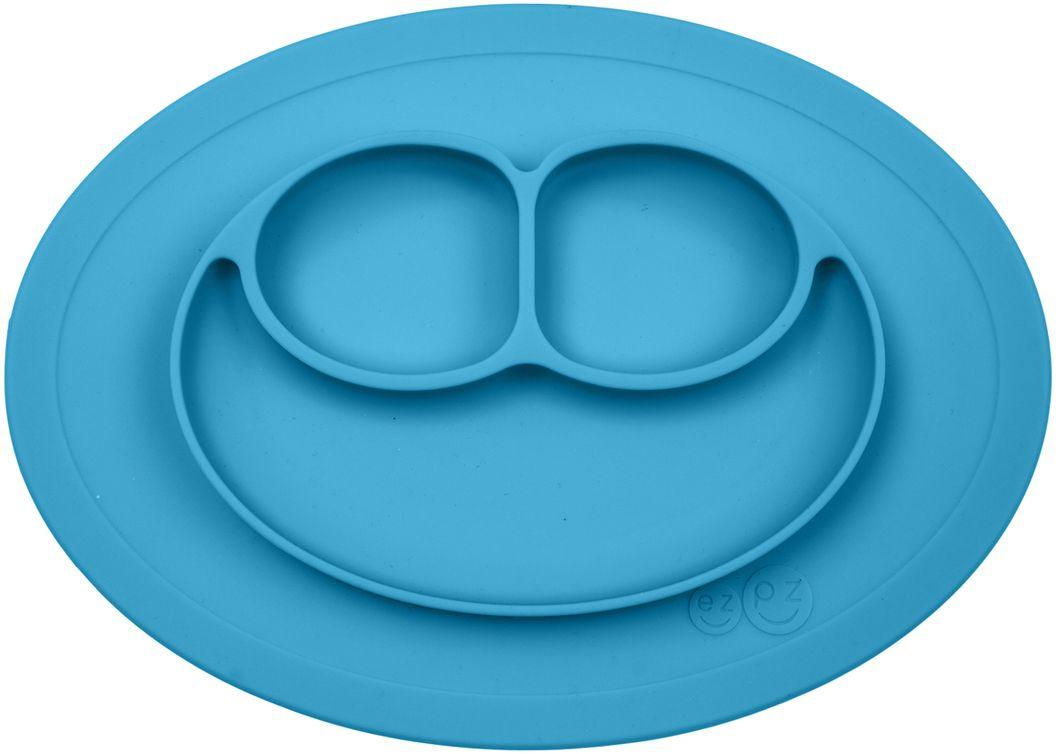 Ezpz Тарелка детская Mini Mat цвет голубойPCMMB003Ezpz Mini Mat - уменьшенная версия тарелочки-плейсмата Happy Mat. Предназначена для столиков для кормления и использования в поездках.Рекомендована для малышей от 4 месяцев. Тарелка тоньше, легче и компактнее, чем Happy Mat, но обладает теми же отличительными чертами:присасывается к столу, чтобы ребенок не смог ее перевернуть;подходит для микроволновки и посудомоечной машины;улыбается и вызывает у детей улыбку.Вмещает 240 мл. У тарелочки также есть удобный чехольчик с ручками, который легко можно взять с собой. Тарелка разработана и запатентована в США. Идея создания удобной безопасной посуды для детей принадлежит многодетной маме, которая какникто другой знает, как сложно уследить за детками во время еды и сохранить при этом чистоту и порядок.Благодаря такой тарелочке прием пищи становится веселым и безопасным, а кухня остается чистой и опрятной.