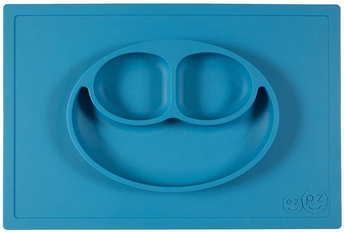 Ezpz Тарелка детская Happy Mat цвет голубойPKHMB003Ezpz Happy Mat - необычная силиконовая тарелка-плейсмат, которая не имеет аналогов. Ее главная особенность заключается в том, что тарелку невозможно перевернуть или опрокинуть. С ней ребенок не сможет испачкать стол или, что гораздо важнее, обжечься горячей пищей.Изготовлена из силикона высочайшего качества и абсолютно безопасна. Не имеет липучек или присосок - фиксация происходит на любой ровной горизонтальной поверхности за счет плоской, гладкой поверхности тарелочки - мата. Подходит для использования в микроволновке и посудомоечной машине. Выглядит как улыбающаяся рожица, что очень нравится детям и их мамам.Тарелка разработана и запатентована в США. Идея создания удобной, безопасной посуды для детей, принадлежит многодетной маме, которая как никто другой знает, как сложно уследить за детками во время еды и сохранить при этом чистоту и порядок. Благодаря такой тарелочке прием пищи становится веселым и безопасным, а кухня остается чистой и опрятной.Объем 540 мл.