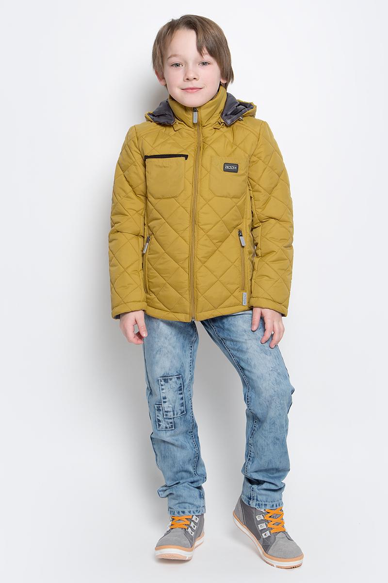 Куртка для мальчика Boom!, цвет: горчичный. 70014_BOB_вар.3. Размер 116, 5-6 лет70014_BOB_вар.3Стильная куртка для мальчика Boom! изготовлена из 100% полиэстера. В качестве утеплителя используется синтепон - 100% полиэстер. Куртка с съемным капюшоном застегивается на пластиковую застежку-молнию с защитой подбородка. Капюшон регулируется при помощи эластичного шнурка со стопперами. По бокам предусмотрены два прорезных кармана на застежках-молниях и два накладных кармана на груди.