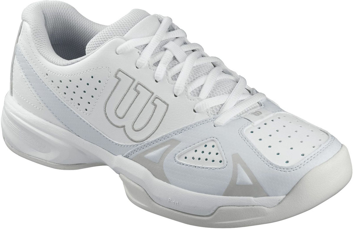 Кроссовки для тенниса женские Wilson Rush Open 2.0, цвет: белый, серый. WRS321120. Размер 3,5 (35)WRS321120Классические теннисные кроссовки Wilson Rush Open 2.0 разработаны для спортсменов, предпочитающих агрессивную игру в основном на задней линии. Модель выполнена из искусственной кожи со вставками из дышащего текстиля, дополнена перфорированными элементами. Подкладка изготовлена из текстиля, стелька из ЭВА-материала с текстильным покрытием. Подошва с сочетанием мощного протектора Duralast и комбинации материалов разной плотности, оснащенатехнологией R-dst, а также технологией F.S. поддержки в передней части стопы.