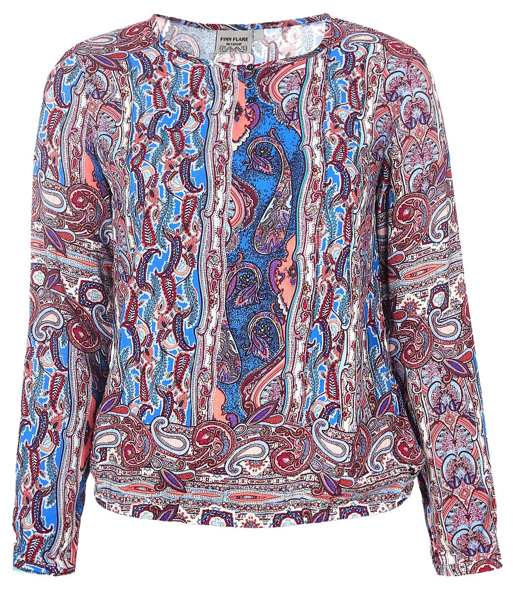 Блузка женская Finn Flare, цвет: голубой, бордовый. B17-12044_618. Размер XL (50)B17-12044_618Женская блуза Finn Flare с длинными рукавами и круглым вырезом горловины выполнена из натуральной вискозы. Блузка имеет свободный крой и застегивается на три пуговицы на груди. Манжеты рукавов также застегиваются на пуговицы. Низ блузки дополнен эластичной резинкой. Изделие оформлено ярким этническим принтом.