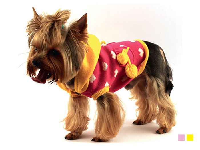 Свитер для собак Каскад Сердечки, унисекс, цвет: розовый, желтый. Размер XL52001038Теплый свитер для собак Каскад отлично подойдет для прогулок в прохладную погоду. Проймы выполнены эластичной вязкой для удобного одевания и снятия. Свитер не имеет рукавов, поэтому не ограничивает свободу движений, и собачка будет чувствовать себя в нем комфортно. Модель дополнена капюшоном и двумя кармашками с помпонами. Спинка украшена изображением сердечек.Длина по спинке: 35 см.Одежда для собак: нужна ли она и как её выбрать. Статья OZON Гид
