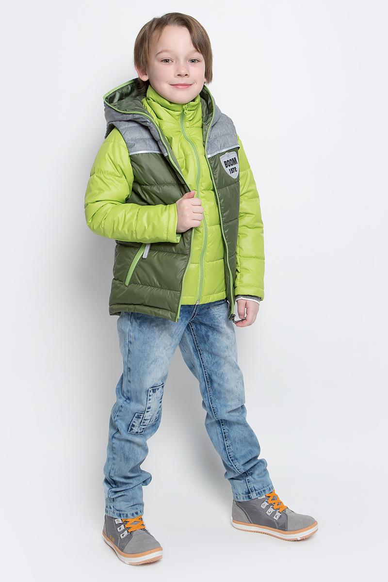 Куртка для мальчика со съемным жилетом Boom!, цвет: салатовый. 70013_BOB_вар.1. Размер 116, 5-6 лет70013_BOB_вар.1Куртка для мальчика Boom! изготовлена из полиэстера и дополнена жилеткой с капюшоном. Куртка застегивается на пластиковую застежку-молнию. В боковых швах предусмотрены два прорезных кармана.Съемный жилет полностью застегивается на застежку-молнию и дополнен двумя врезными карманами на молниях. Жилет дополнен светоотражающими элементами и оригинальной нашивкой с логотипом бренда.