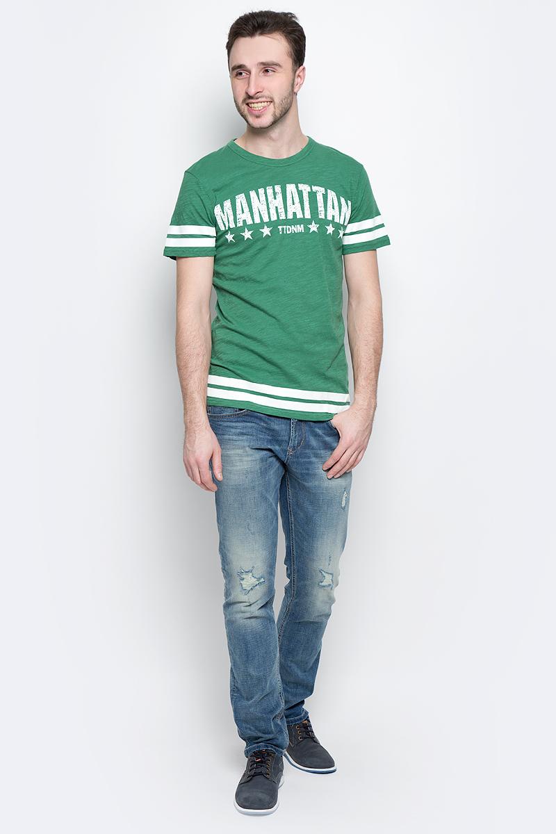 Футболка мужская Tom Tailor Denim, цвет: зеленый. 1037074.02.12_7772. Размер L (50)1037074.02.12_7772Стильная мужская футболка Tom Tailor Denim выполнена из натурального хлопка. Материал очень мягкий и приятный на ощупь, обладает высокой воздухопроницаемостью и гигроскопичностью, позволяет коже дышать. Модель прямого кроя с круглым вырезом горловины и короткими рукавами дополнена на груди оригинальной надписью и дополнена по краям полосками.Такая модель подарит вам комфорт в течение всего дня и послужит замечательным дополнением к вашему гардеробу.