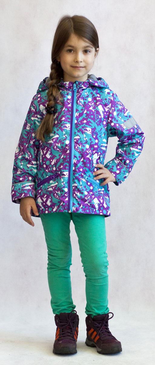 Ветровка для девочки Jicco Эсма, цвет: сиреневый, бирюзовый. 3К1717. Размер 104, 4 года3К1717Легкая весенняя ветровка от Jicco By Oldos из принтованной курточной ткани станет украшением весеннего гардероба. Такая курточка идеально подойдет на ветреную погоду с температурой +10…+20°С, она защитит от легкого весеннего дождя и переменчивого ветра. Модель имеет флисовую подкладку на груди, спинке и в капюшоне. Ветрозащитная планка снабжена защитой подбородка от прищемления. Капюшон не отстегивается, для лучшего прилегания по краю вшита резинка. Рукава прямые, талия присборена на резинку. Ветровка оснащена светоотражающими элементами и двумя накладными карманами на молнии. Модель декорирована красочным абстрактным принтом.