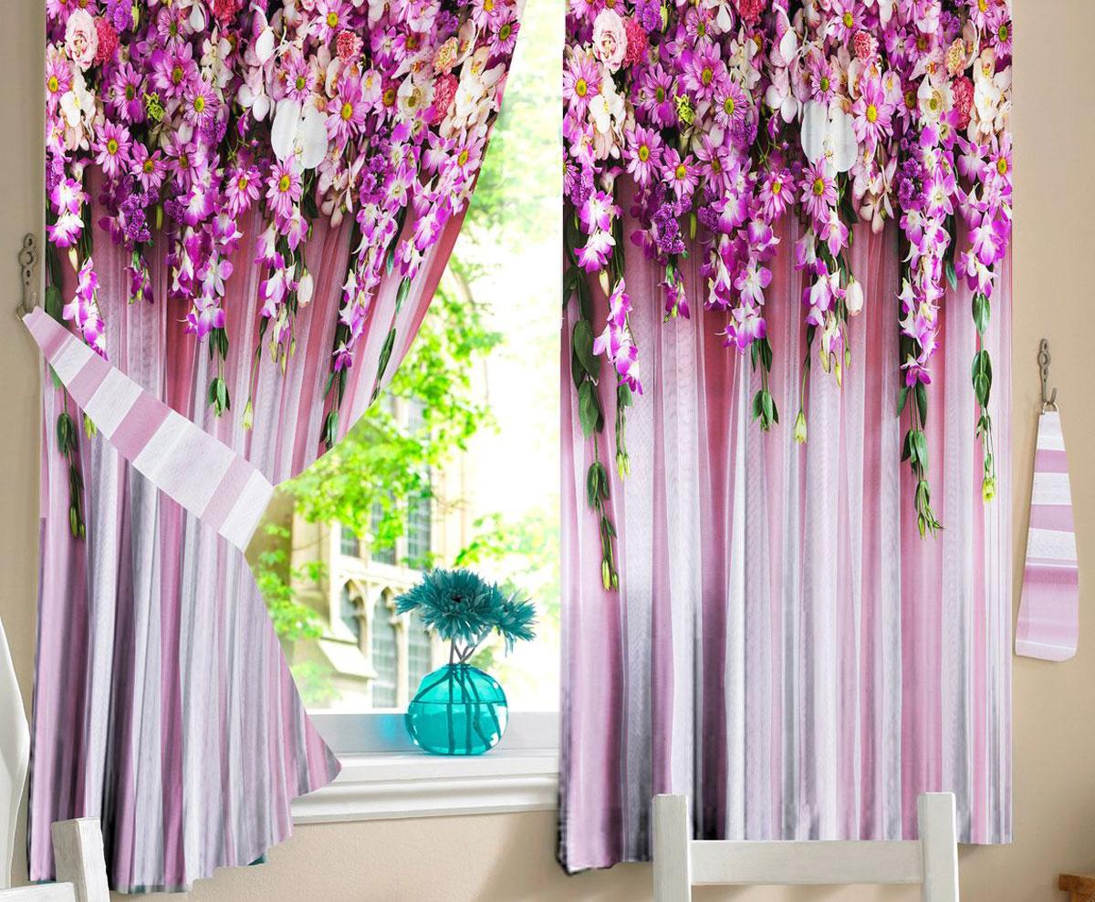 Комплект штор для кухни Zlata Korunka Ламбрекен из цветов, на ленте, цвет: фиолетовый, высота 160 см21320Комплект штор для кухни Zlata Korunka, выполненный из полиэстера, великолепно украсит любое окно. Комплект состоит из 2 штор. Яркий рисунок и приятная цветовая гамма привлекут к себе внимание и органично впишутся в интерьер помещения. Этот комплект будет долгое время радовать вас и вашу семью.Комплект крепится на карниз при помощи ленты, которая поможет красиво и равномерно задрапировать верх.