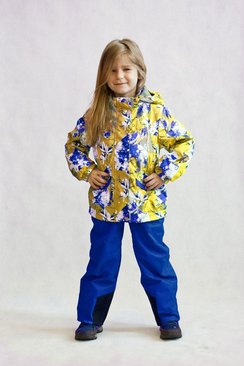Комплект одежды для девочки OLDOS ACTIVE Сабина: куртка, брюки, цвет: желтый, синий. 17/OA-2SU512-1. Размер 86, 1,5 года17/OA-2SU512-1Яркий и технологичный весенне-осенний костюм Сабина из мембранной коллекции OLDOS ACTIVE состоит из куртки и брюк. Верхняя ткань с мембраной 3000/3000 обеспечивает водонепроницаемость, при этом одежда дышит. Покрытие TEFLON повышает износостойкость, а также облегчает уход за костюмом. Костюм рассчитан на температуру от +10°С до -5°С, благодаря утеплителю в куртке Hollofan PRO 100 г/м2 и флисовой подкладке в куртке и брюках. Функционал куртки продуман до мелочей: воротник-стойка с мягким флисом, двойная ветрозащитная планка (внешняя застегивается на кнопки и липучки, внутренняя - с защитой подбородка), съемный капюшон с резинкой для лучшего прилегания, манжеты на резинке, прорезные и накладные карманы, внутренний кармашек с нашивкой-потеряшкой, по низу куртки и по талии вшита резинка для лучшего прилегания. Брюки без утеплителя с флисовой подкладкой застегиваются на кнопку в поясе и застежку-молнию. Брюки также очень удобны: резинка по талии, объем в талии регулируется, широкие эластичные регулируемые подтяжки легко отстегиваются при необходимости, карманы на молнии, ветрозащитная муфта с антискользящей резинкой, усиления по низу брюк в местах особого износа. Есть светоотражающие элементы для безопасных прогулок в темное время суток.