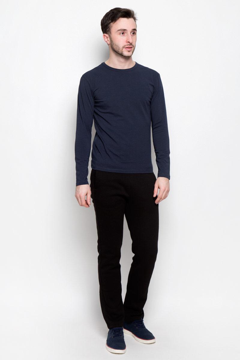 Лонгслив мужской Rocawear, цвет: темный серо-синий. R0416T39. Размер XL (52)R0416T39Мужской лонгслив Rocawear с круглым вырезом горловины и длинными рукавами изготовлен из эластичного хлопка. Лонгслив превосходно тянется и отлично сидит по фигуре. На спинке модель украшена небольшим принтом с логотипом бренда.