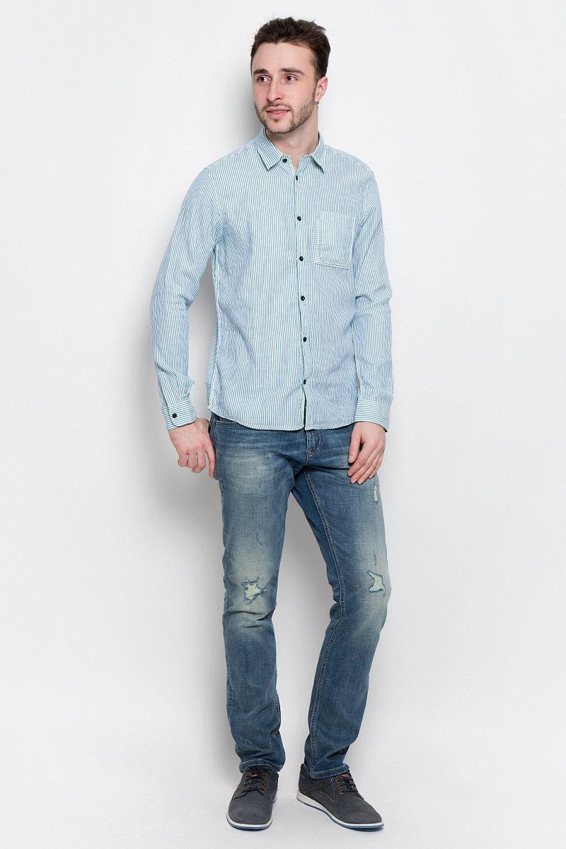 Рубашка мужская Tom Tailor, цвет: голубой, белый. 2032969.00.10_6589. Размер M (48)2032969.00.10_6589Удобная мужская рубашка Tom Tailor, выполненная из натурального хлопка, мягкая и приятная на ощупь. Модель с отложным воротником и длинными рукавами застегивается спереди на пуговицы. Манжеты на рукавах также имеют застежки-пуговицы. Оформлена рубашка принтом в полоску и на груди дополнена накладным карманом.