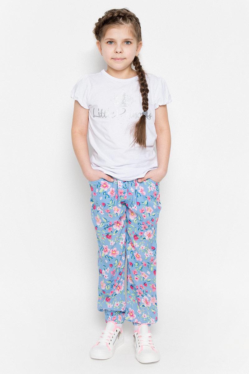 Брюки для девочки PlayToday, цвет: голубой, розовый, светло-зеленый. 262005. Размер 98, 3 года262005Летние брюки для девочки PlayToday идеально подойдут вашей малышке и станут отличным дополнением к детскому гардеробу. Изготовленные из 100% вискозы, они необычайно мягкие и приятные на ощупь, не сковывают движения малышки и позволяют коже дышать, не раздражают нежную кожу ребенка, обеспечивая ему наибольший комфорт. Брюки, выполненные из тонкого материала, имеют широкий эластичный пояс, затягивающийся на скрытый шнурок, благодаря чему они не сдавливают животик ребенка и не сползают. Модель дополнена двумя прорезными кармашками, а также имеется имитация ширинки. Снизу брючины присборены на эластичные резинки. Брюки оформлены нежным цветочным и ягодным принтом. В таких брюках ваша маленькая принцесса будет чувствовать себя комфортно, уютно и всегда будет в центре внимания!