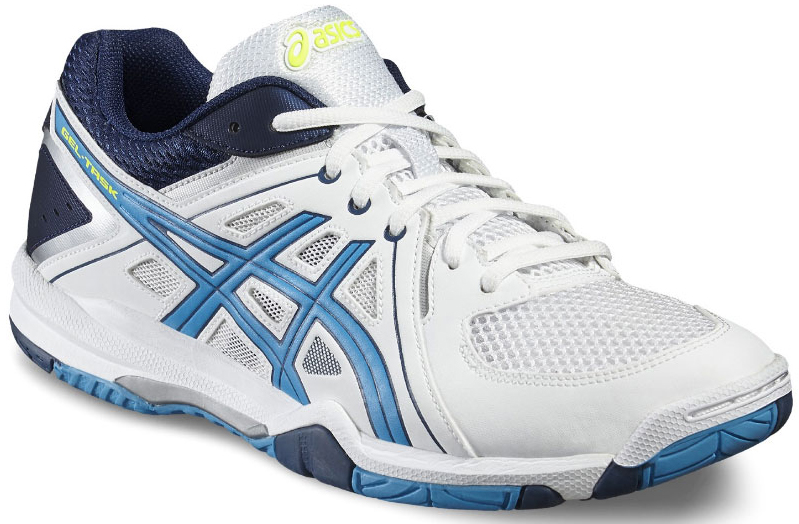 Кроссовки для волейбола мужские Asics Gel-Task, цвет: белый, синий. B505Y-0143. Размер 15 (48)B505Y-0143Стильные мужские кроссовки для волейбола Gel-Task от Asics предназначены для игроков, которые стремятся к высокой скорости и комфорту. Верх модели выполнен из дышащего текстиля, оформленного вставками из искусственной кожи и фирменными полосками бренда. Искусственная кожа устойчива к трению и разрывам. Дышащий материал обеспечивает легкость, комфорт и воздухопроницаемость. Классическая шнуровка надежно фиксирует модель на стопе. Обувь оформлена на язычке вставкой с названием бренда, на заднике - фирменным принтом. Подкладка, изготовленная из текстиля, гарантирует уют и предотвращает натирание. Съемная стелька из ЭВА с текстильной верхней поверхностью обеспечивает комфорт. Вставка из термостойкого геля на силиконовой основе значительно уменьшает нагрузку на пятку, колени и позвоночник спортсмена, снижая возможность получения травмы. Колодка California предназначена для стабильности и комфорта. Пластиковый литой элемент Trusstic под средней частью подошвы препятствует скручиванию стопы. Подошва изготовлена из NC-резины, компоненты которой содержат больше натуральной резины, чем традиционной жесткой, что увеличивает сцепление на площадках.В таких кроссовках вашим ногам будет комфортно и уютно.